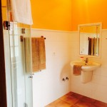 Baño de la habitación de matrimonio de la Casa de Tambo en Samieira, Pontevedra