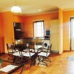 Salón-cocina-comedor de Casa de Tambo en Samieira, Pontevedra
