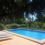 piscina desde la sombra en La Casa de Don Alfonso, Cerdedo