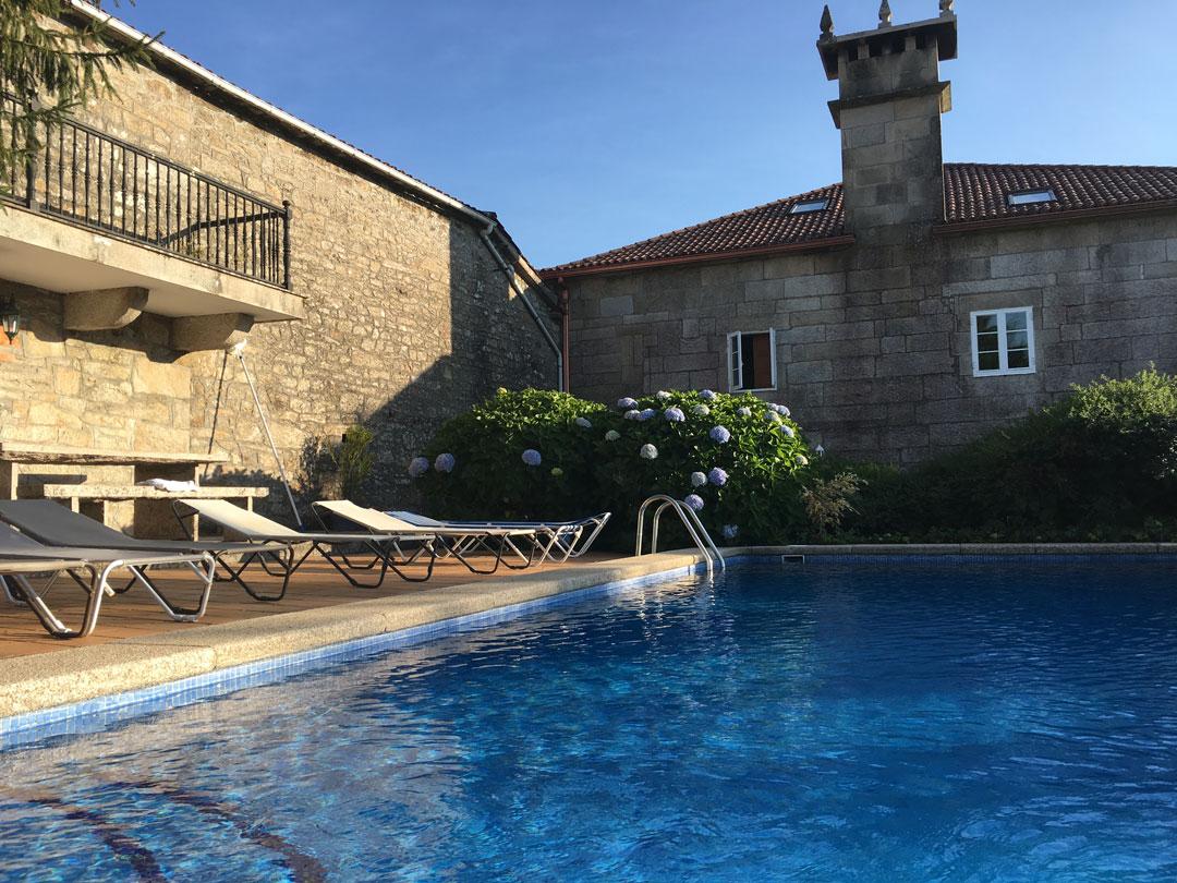 Octubre de piscina las casas de don alfonso for Casa con piscina urdaibai